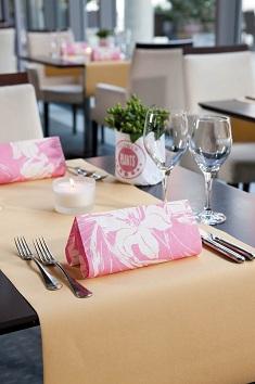 servietten mustertische fr hling tilla pink von duni bei. Black Bedroom Furniture Sets. Home Design Ideas