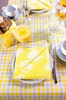 servietten mustertische fr hling tilla yellow und check. Black Bedroom Furniture Sets. Home Design Ideas