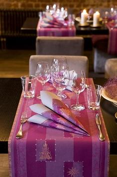 duni tischdeko servietten buon natale in aubergine. Black Bedroom Furniture Sets. Home Design Ideas