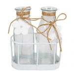 2 Glas Väschen mit Sisalschleife und Blümchen im Metallgestell