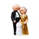 Großes Jubiläumspaar Goldhochzeit, Anschneiden der Hochzeitstorte, 13 cm