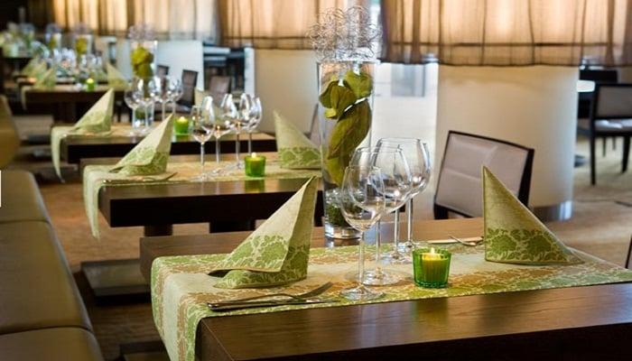 servietten mustertische flower damast palmgreen von duni. Black Bedroom Furniture Sets. Home Design Ideas
