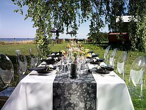 Tischdekoration Hochzeit im Freien