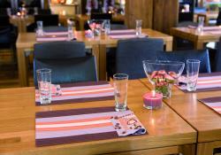 Tischdeko Restaurant Auch Hier Sind Schone Tische Angebracht