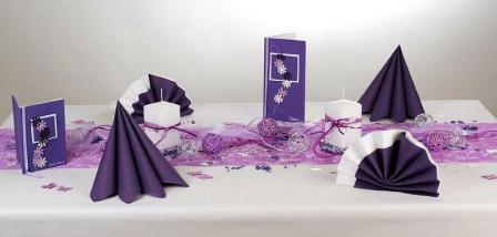 Tischdeko weihnachten lila  Die Tischdeko zum Geburtstag präsentiert sich in einem ...