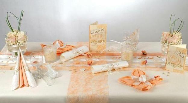Als Tischdeko Zur Hochzeit Sind Blumen Eine Tolle Kombination