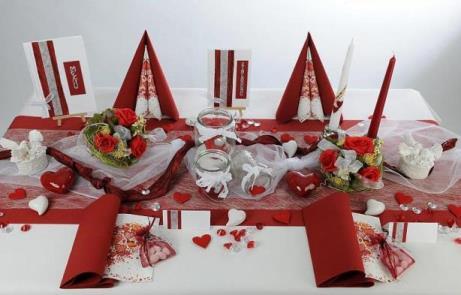 traumhafte hochzeitstischdeko in rot und wei tafeldeko. Black Bedroom Furniture Sets. Home Design Ideas