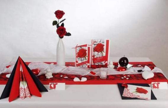 tolle tischdeko f r die hochzeit in rot und wei tafeldeko. Black Bedroom Furniture Sets. Home Design Ideas