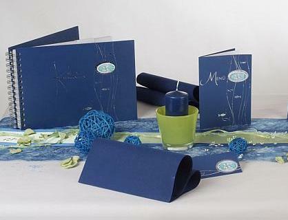 die tischdeko anl sslich der kommunion blau und wundersch n tafeldeko. Black Bedroom Furniture Sets. Home Design Ideas