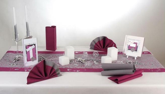 wundersch ne auberginefarbene tischdeko zur silbernen. Black Bedroom Furniture Sets. Home Design Ideas