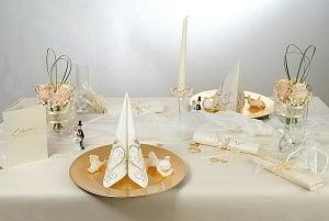 hochzeit festliche tischdekoration in champagner tafeldeko. Black Bedroom Furniture Sets. Home Design Ideas