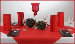 Abenddiner mit stilvoller tischdekoration rundet for Tischdeko rot schwarz