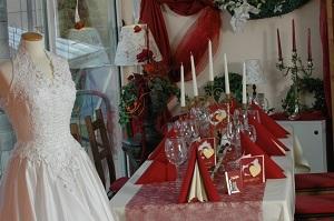 Hochzeit creme-bordeaux