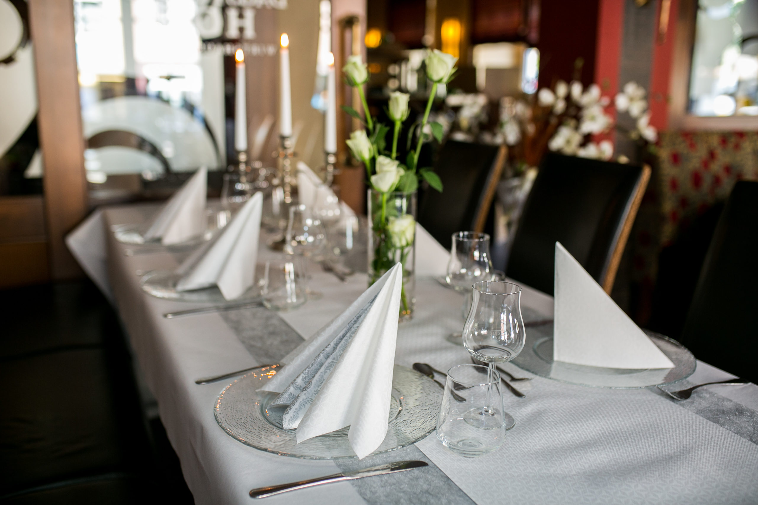 Tischdeko zum 40 Geburtstag in der Farbe Silber - warum