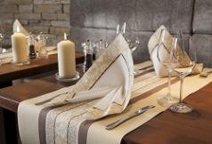 Trendige Tischdekoration In Braun Und Creme Tafeldeko