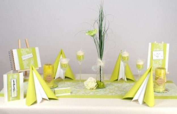 tischdekoration zum 50 geburtstag fr hlingsfrische farben f r den tisch tafeldeko. Black Bedroom Furniture Sets. Home Design Ideas