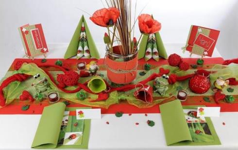 tischdekoration zum 60 geburtstag rot und gr n strahlt die tafel tafeldeko. Black Bedroom Furniture Sets. Home Design Ideas