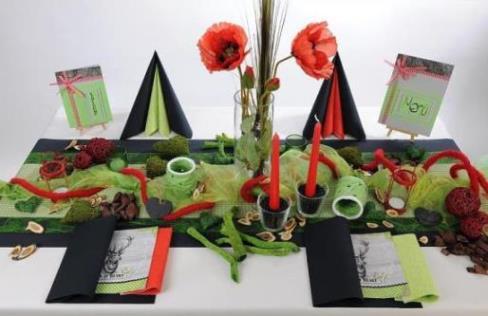 schwarz rot gr ne tischdeko sch n gedeckter tisch mit wow effekt tafeldeko. Black Bedroom Furniture Sets. Home Design Ideas