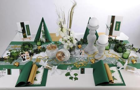 Beeindruckende tischdekoration zur goldenen hochzeit for Tischdeko hochzeit holz