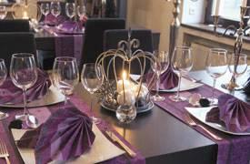 weihnachtliche tischdekoration mit juwels aubergine. Black Bedroom Furniture Sets. Home Design Ideas
