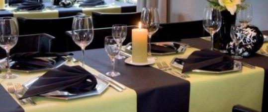 weihnachtliche servietten falten tolle blickpunkte f r die tischdeko tafeldeko. Black Bedroom Furniture Sets. Home Design Ideas
