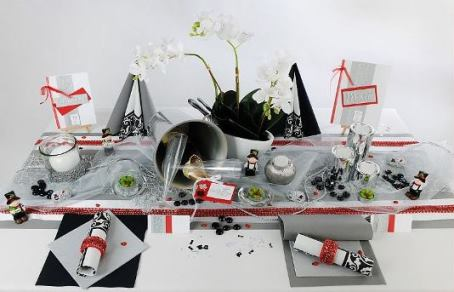 beeindruckende tischdeko in silber f r silvester tafeldeko. Black Bedroom Furniture Sets. Home Design Ideas