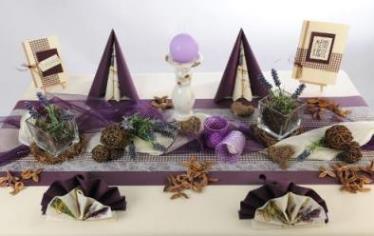 tischdekorationen mit lavendel tischdeko mit stil tafeldeko. Black Bedroom Furniture Sets. Home Design Ideas