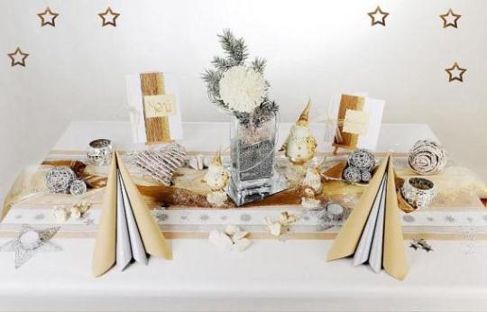 die tischdeko zu weihnachten sorgt f r die gew nschte. Black Bedroom Furniture Sets. Home Design Ideas