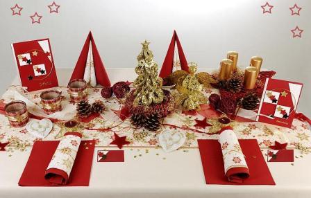 ein weihnachtlich geschm ckter tisch darf an weihnachten. Black Bedroom Furniture Sets. Home Design Ideas